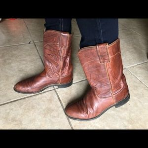 Justin size 7.5 B leather cowboy boots